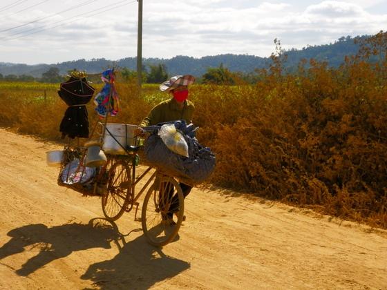 Logistika ar velosipedu Laosa ir neparspejama