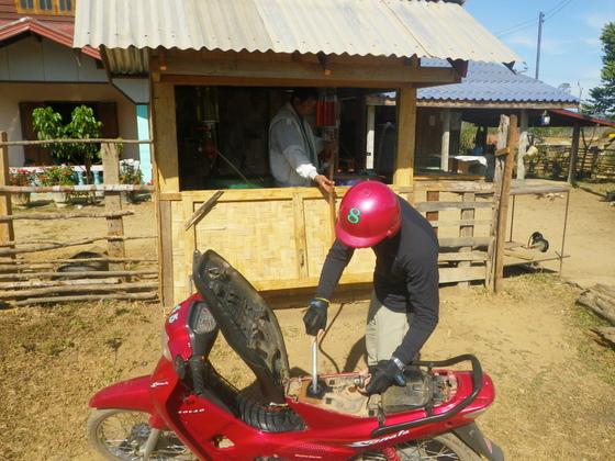 Benzina uzpildes stacija Lao stila