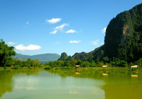 Ceļotāju kūrortpilsēta Vang Vieng