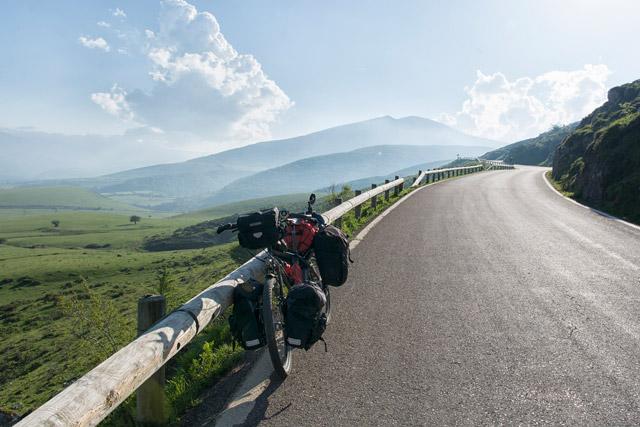 Kalnos-ar-velosipedu